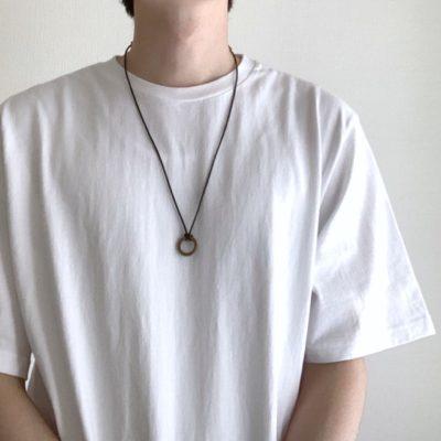 白Tにネックレス