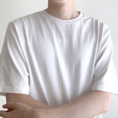 シンプルな白Tee