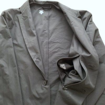 ジャケットのパッカブルするポケット