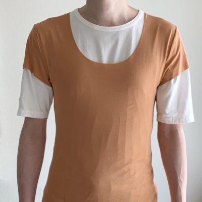 Tシャツの上から着たinTの首回り
