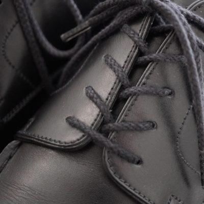 革靴の紐の通し方