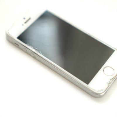 ボロボロのiPhoneSE