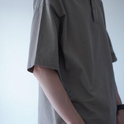 袖のリブがないポロシャツ
