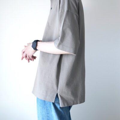 裾のリブがないポロシャツ