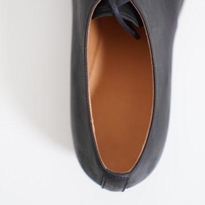 formeの履き口は細く狭い