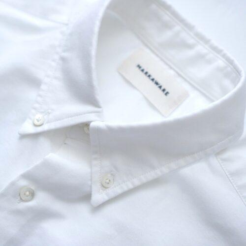 MARKAWAREのボタンダウンの襟