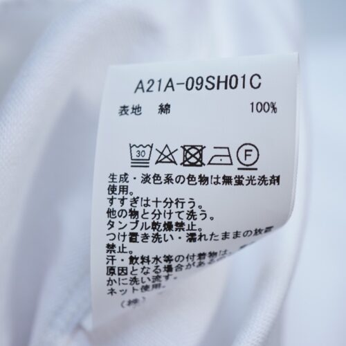 MARKAWAREのシャツの洗濯タグ