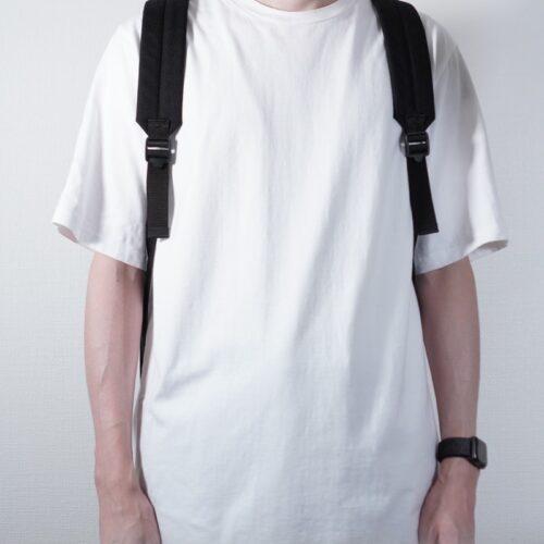 デイパックを背負った前からの着用画像