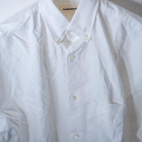 シワシワのMARKAWAREの白シャツ